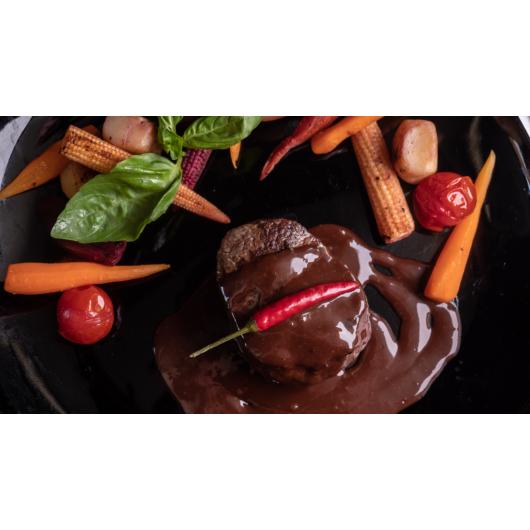 Bélszín steak csokis-chilis mártásban baconos mogyoróburgonyával